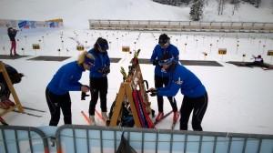 EYOF-joukkueen tytöt kohdistuksessa (kuva: J.Kinnunen)