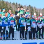 Olli Jaakkola, Tero Seppälä ja Vili Sormunen kukituksessa.