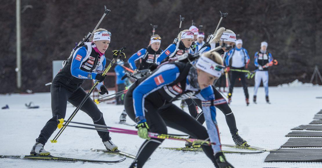 Suomen A-maajoukkue leirillä valmistautumassa makuuammuntaan